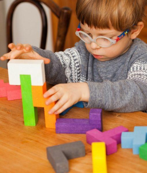 Pentomino 4. Mattoncini colorati. Puzzle in legno. Gioco in legno. Gioco educativo. Gioco creativo. Gioco di abilità. Gioco di equilibrio. Gioco di logica. Favorisce lo sviluppo della capacità di logica e la consapevolezza spaziale.